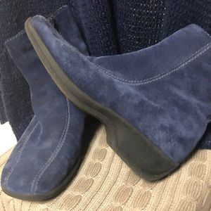 6 Clarks Blue Suede Upper Ankle Boots